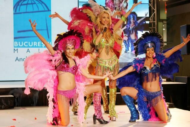andreea-balan-at-fashion-show